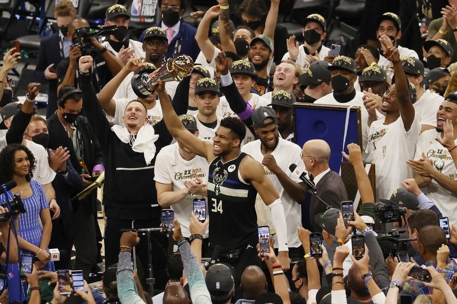 Ο Αντετοκούνμπο είναι ο νέος βασιλιάς του NBA: Πρωταθλητές οι Μπακς με 50 πόντους του Greek Freak