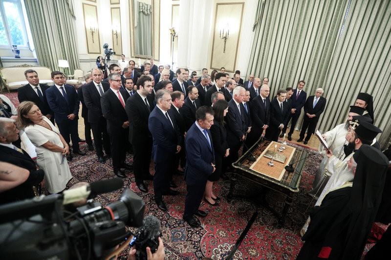 Ορκίστηκε η νέα κυβέρνηση. Παρασκήνια και άλλα. Η έξοδος από το Προεδρικό Μέγαρο