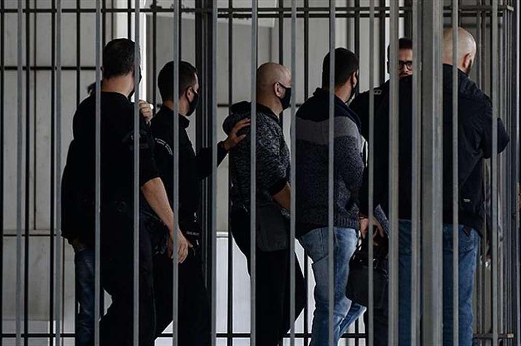 Στη φυλακή οδηγούνται οι 38 της Χρυσής Αυγής - Επεισοδιακή άφιξη Μιχαλολιάκου στη ΓΑΔΑ